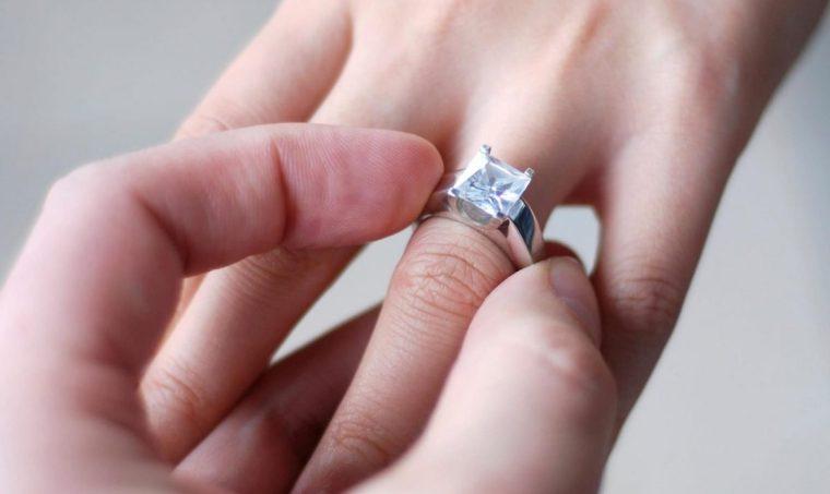 كيف ازيل الخاتم الضيق بسهولة