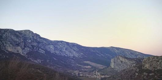 La Séranne est une véritable muraille de plus de 900 mètres de haut.