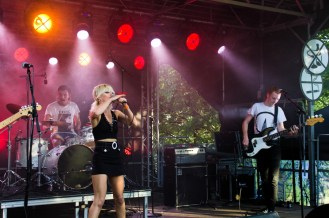 Amyl and the Sniffers 3