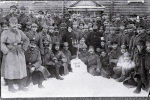 Jødiske tyske soldater fejrer Chanukka i felten, december 1916.