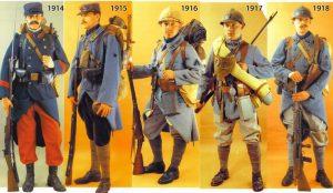 Udviklingen i den franske infanteriuniform gennem krigen - fra det farvestrålende til det stadig mere neddæmpede og diskrete.