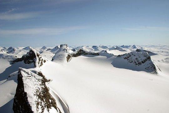 Utsikt fra Store Smørstabbtinden i Jotunheimen.