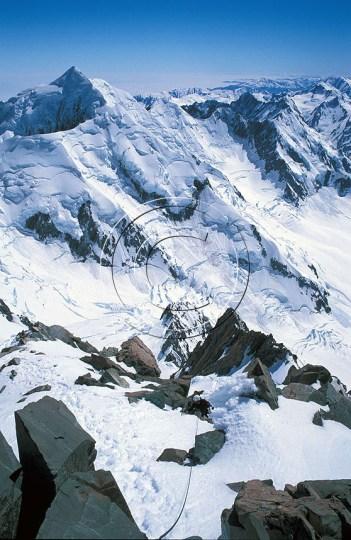 Opp Summit Rocks med Tasman i bakgrunnen. Foto: Endre Før Gjermundsen.