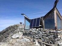 Hytta på toppen av Galdhøpiggen, bygget i 1975.