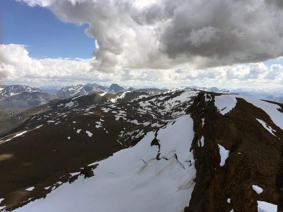 Utsikt mot sør fra toppen av Skjomtinden.