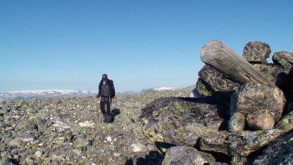 Alan Kåsin på 1824 moh. med Hardangerjøkulen til venstre.