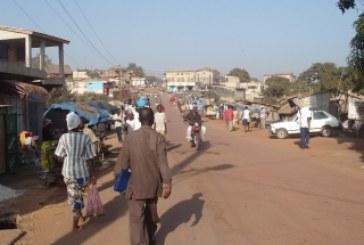 Labé : bradage des lieux publics, quand Idrissa  Sampiring Diallo recadre  le préfet tente
