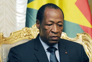 En direct: le président burkinabè refuse de démissionner
