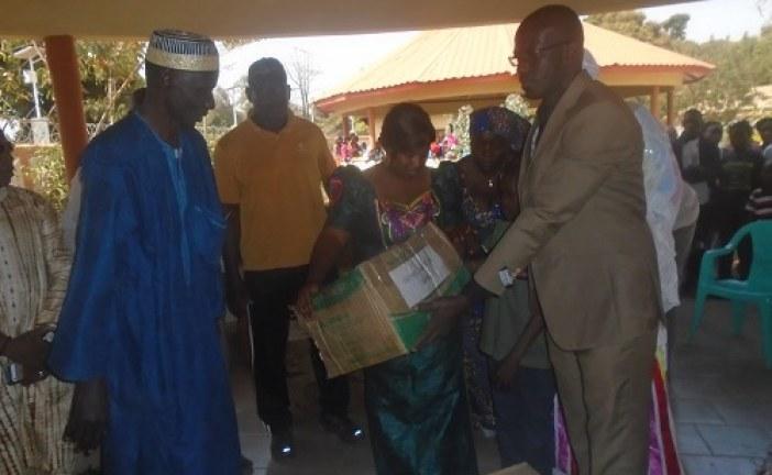 Kankan : La 1ère Dame Hadja Djènè Kaba Condé fait son don de fin d'année aux foyers sociaux.