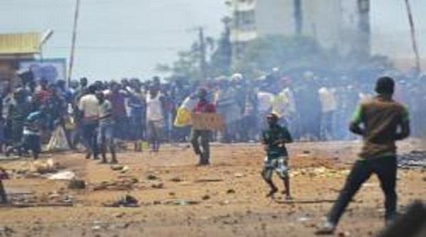 Des manifestants ont dénoncé la vindicte populaire dont l'un des leurs a fait l'objet à Lambanyi