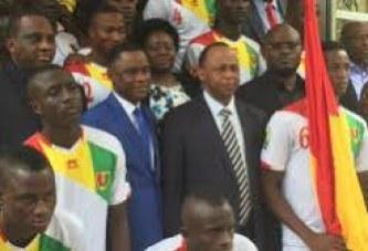 Mondial U17 : le drapeau guinéen remis au Capitaine du Syli Cadet