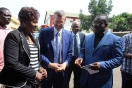 Élections communales : le système des Nations Unies en Guinée fait don de véhicules et des outils informatiques à la CENI