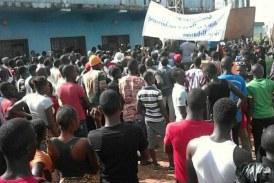 Kérouané : Des jeunes manifestent contre la dégradation poussée des routes