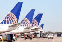 Penumpang United Airlines Dipaksa Memangku Anaknya