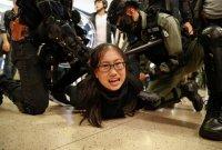 Jelang pertemuan Pemimpin Hong Kong dan Presiden China, Massa Antipemerintah Ricuh