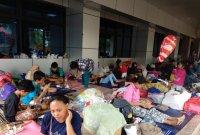 Banjir di Cipinang Melayu Mulai Surut, Warga Bertahan di Pengungsian