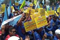 Tolak Omnibus Law, Ribuan Buruh Berdemo di Gedung DPR