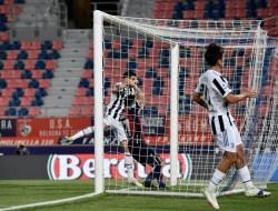 Napoli Imbang, Juve Rebut Tiket Liga Champions