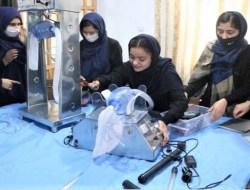 Perempuan Ahli Robot Tinggalkan Afganistan Karena Taliban