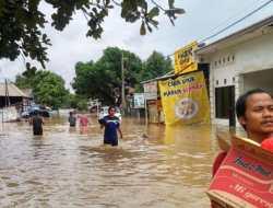 Luapan Sungai Kalibaru Jadi Pemicu Banjir di Pemukiman Bojong Gede