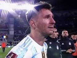 Usai Pertandingan, Messi Menangis di Hadapan Suporter Argentina