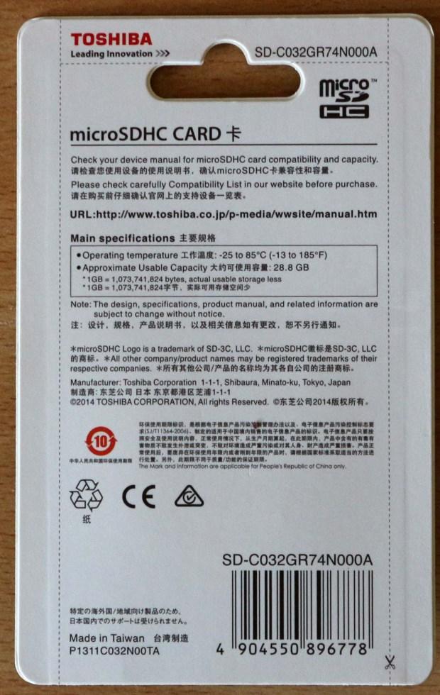 Penampakan belakang wadah MicroSD 32GB dari Toshiba
