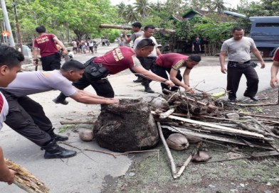 Banjir Di Kertasari, Polres KSB Langsung Turun Bantu Warga