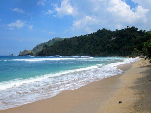 pantai wediombo, laguna alami, yogyakarta