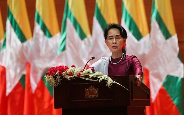 Penghargaan sebagai pejuang HAM yang diberikan kepada Aung San Suu Kyi dicopot