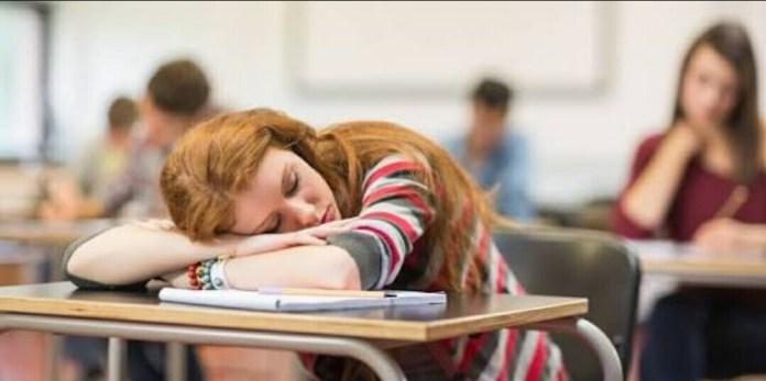Tidur di kelas