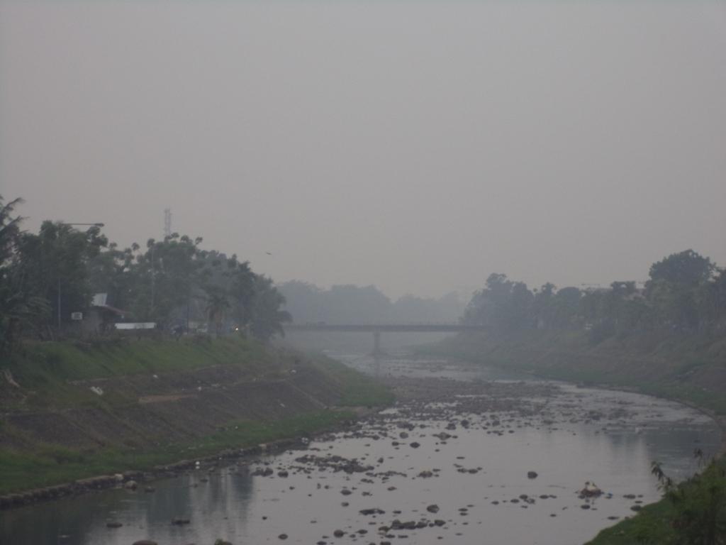 Kabut asap tebal Kota Padang. FOTO/IKHWAN