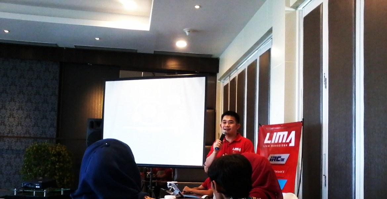 CEO Liga Mahasiswa, Ryan Gozali saat menjelaskan tentang LIMA Season 3 di Hotel HW, Kota Padang, Kamis (29/1). Foto : Ikhwan