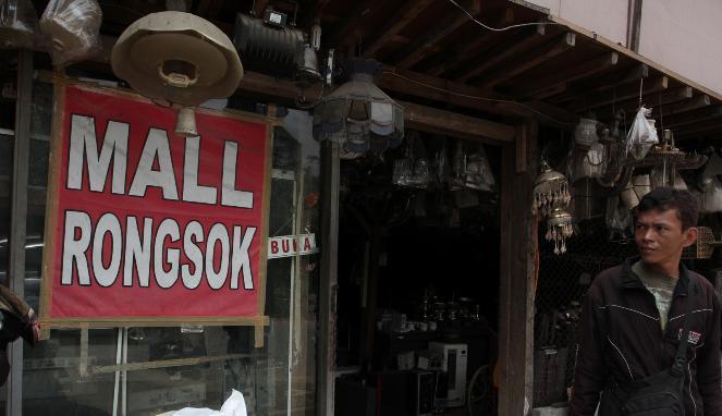 Tampak Depan Mall Rongsok Foto: viva.co.id