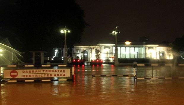 Tampak Depan Istana Merdeka yang Terendam Banjir, Senin (9/2) Foto: tempo.co