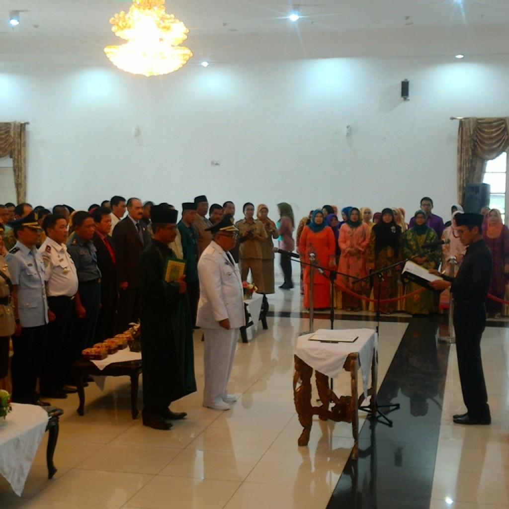 Gubernur Sumatera Barat, Irwan Prayitno melantik Penjabat Walikota Bukittinggi Abdul Gafar di Auditorium Gubernuran Sumbar, Kota Padang, Kamis (13/8).