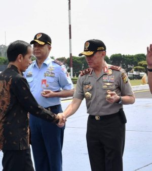 Presiden Joko Widodo di Lanud Halim Perdana Kusuma saat akan berangkat ke Kota Malang, Kamis 20 Juli 2017