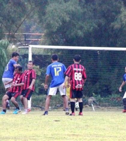 Jalin Silaturrahmi, Kemenag Tangsel Adakan Pertandingan Sepak Bola Persahabatan dengan Pemkot Tangsel