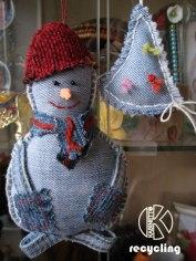 Изджинсов можно создавать целые комплекты новогодних украшений