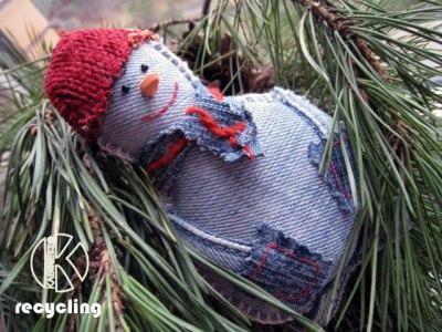 Снеговик Jeansy snowman - сделан из старых джинсов. Подвеска в авто или елочная игрушка