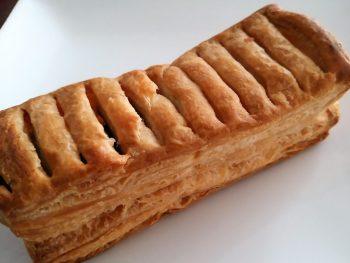 板チョコがサンドされたチョコパイ/ロバパン