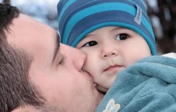 父親の子育て画像