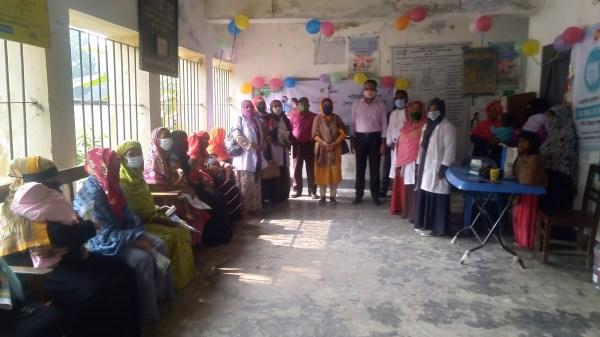ছবি: কচুয়ার কড়ইয়া ইউনিয়নের স্বাস্থ্য ও পরিবার কল্যান কেন্দ্রে সেবা প্রধানের একাংশ