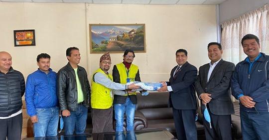 पत्रकार महासंघ काठमाण्डौ शाखालाई माक्स हस्तान्तरण