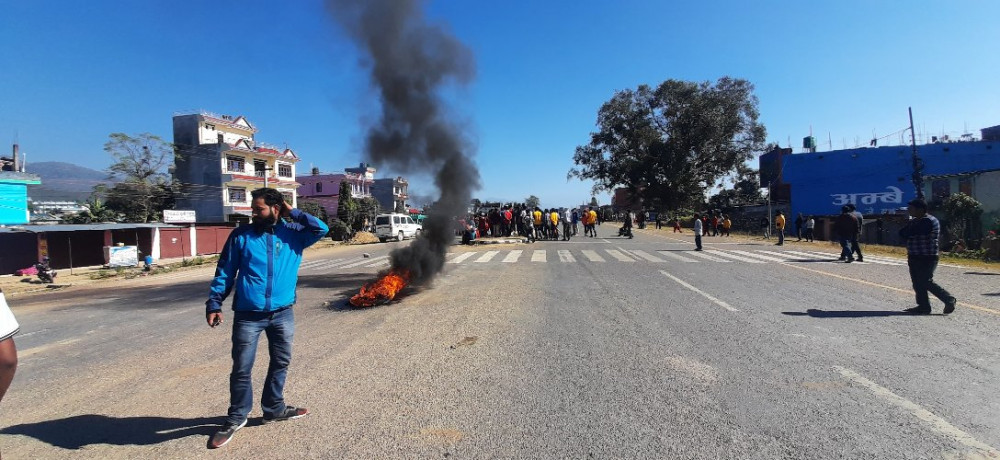 मोटरसाइकलको ठक्करबाट नावाबालकको मृत्यु, आफन्तद्धारा कर्णाली राजमार्ग अवरुद्ध