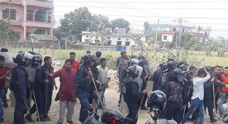 नेकपा एमाले धनगढी प्रदेश कार्यालयमा नम्बर बोर्ड राख्ने हटाउने विषयमा ओली र नेपाल पक्षका कार्यकर्ताबीच झडप