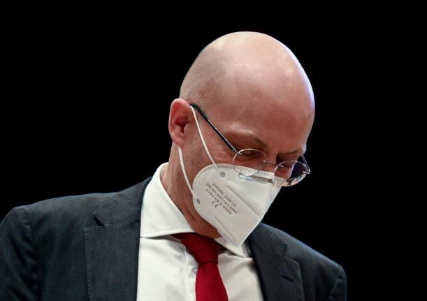 प्राथमिकता भन्दा पहिले कोरोनाभाइरस खोप लगाएको पुष्टि भएपछि जर्मनीका एक मेयरलाई निलम्बन