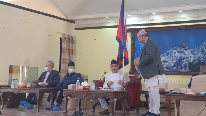 बालुवाटार बैठकबाट माधव नेपाल सहित १० जना नेता तथा सांसदलाई २ दिने चेतावनी स्पष्टीकरण