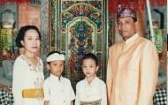family adat bali