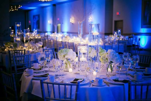 blue-winter-wedding-table-decoration