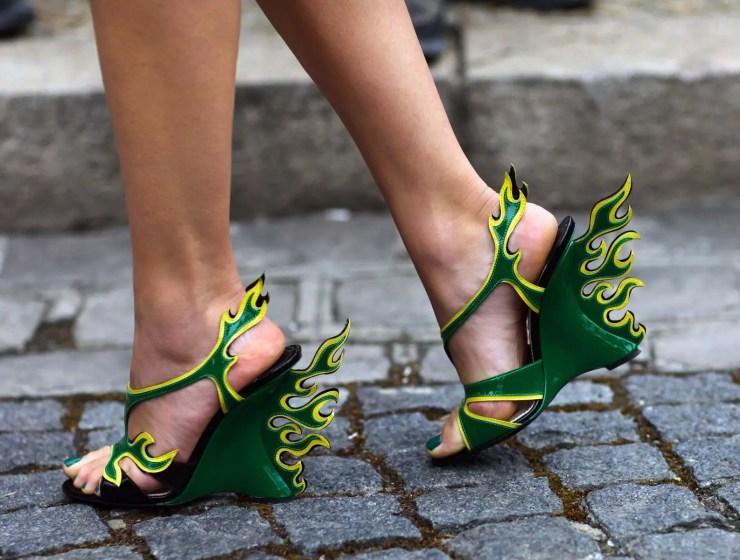 ilginç topuklu ayakkabı